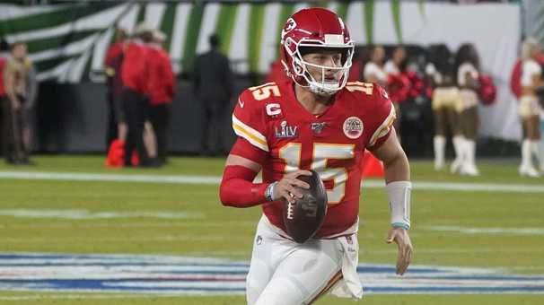 Patrick Mahomes, Russell Wilson and other stars question NFL's coronavirus protocols