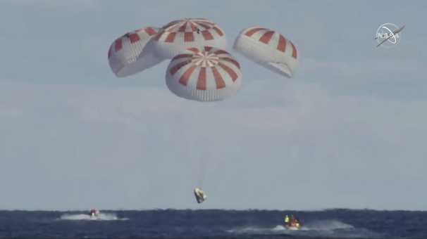 NASA astronauts aboard SpaceX capsule heading to a splashdown in the Gulf of Mexico