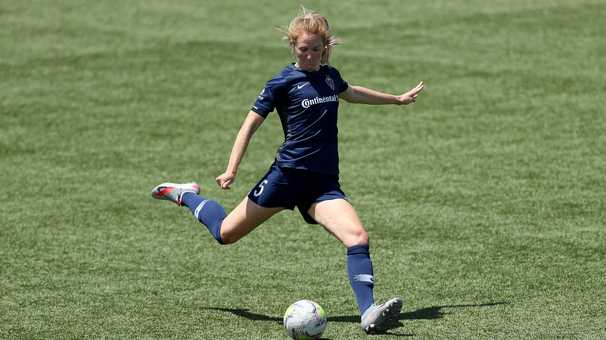 Sam Mewis of U.S. women's soccer team signs with Manchester City