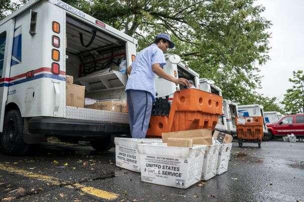 Senate Democrat launches inquiry into Postal Service delays