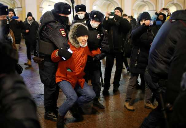 Kremlin warns Russians against pro-Navalny protests, detains opposition activists