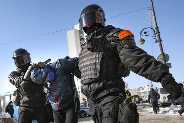 Russia cracks down on Navalny protests, locking down city centers and arresting thousands