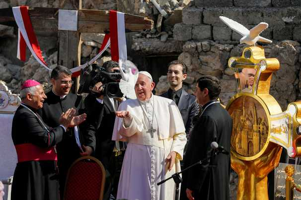 Pope Francis calls for hope over hatred amid ruins of Mosul church