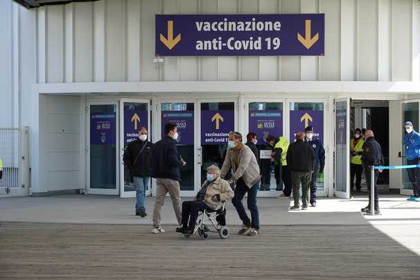 Has Italy been vaccinating the wrong people? Its daily coronavirus death tolls suggest so.
