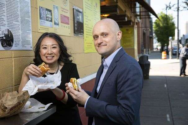 Chicago Tribune names two food critics to replace one