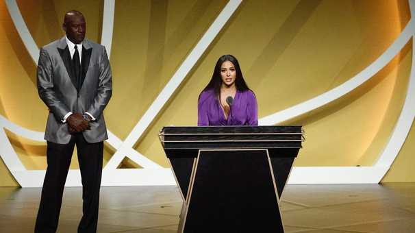 Memories of Kobe Bryant dominate Basketball Hall of Fame inductions