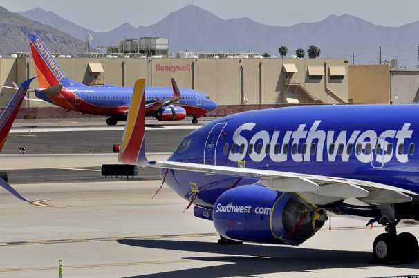 Airline and bank websites briefly go down in another major Internet outage