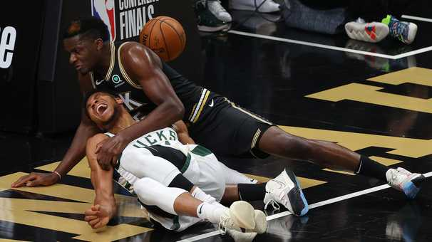 Bucks star Giannis Antetokounmpo exits Game 4 early with knee injury as Hawks even series