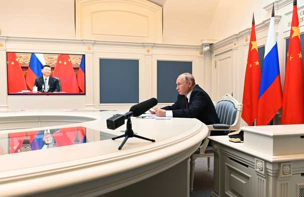 Russia and China are trying to control the Internet — even as they censor it
