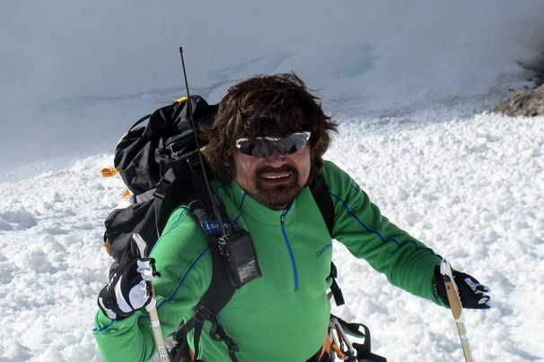 Search for disabled South Korean mountaineer lost in Himalayas ends at his family's request