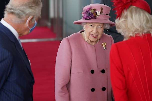 Queen Elizabeth II expresses irritation at world leaders who won't commit to COP climate summit
